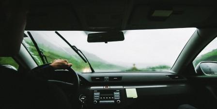 Jak usunąć wilgoć z samochodu?